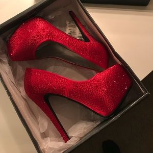 Shoes - Very EXTRA red sexy heels